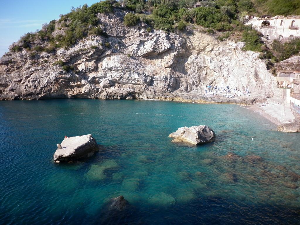 Baia delle Sirene beach