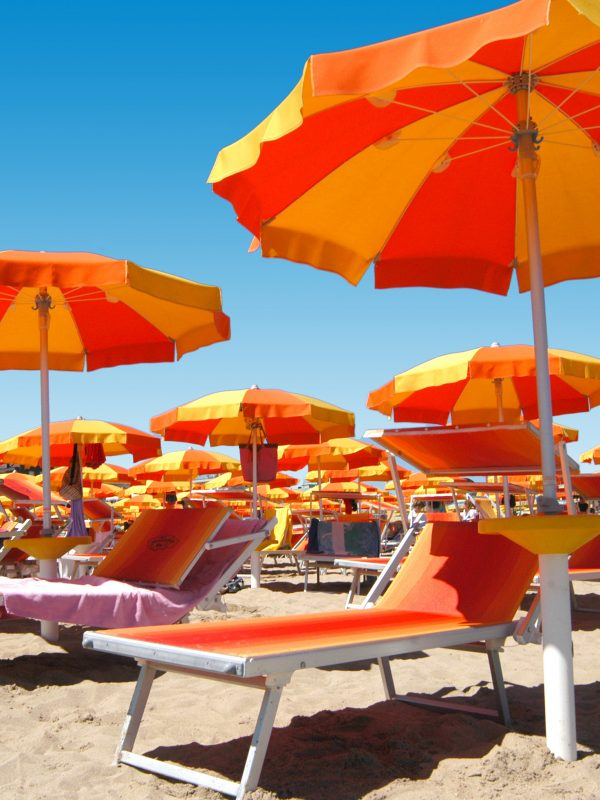 Online beach umbrella booking: book your beach spot now