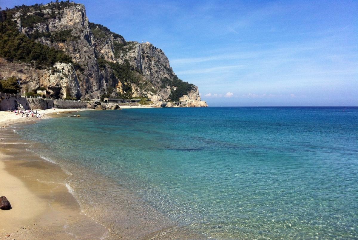 Matrimonio Spiaggia Varigotti : Spiaggia della baia dei saraceni finale ligure
