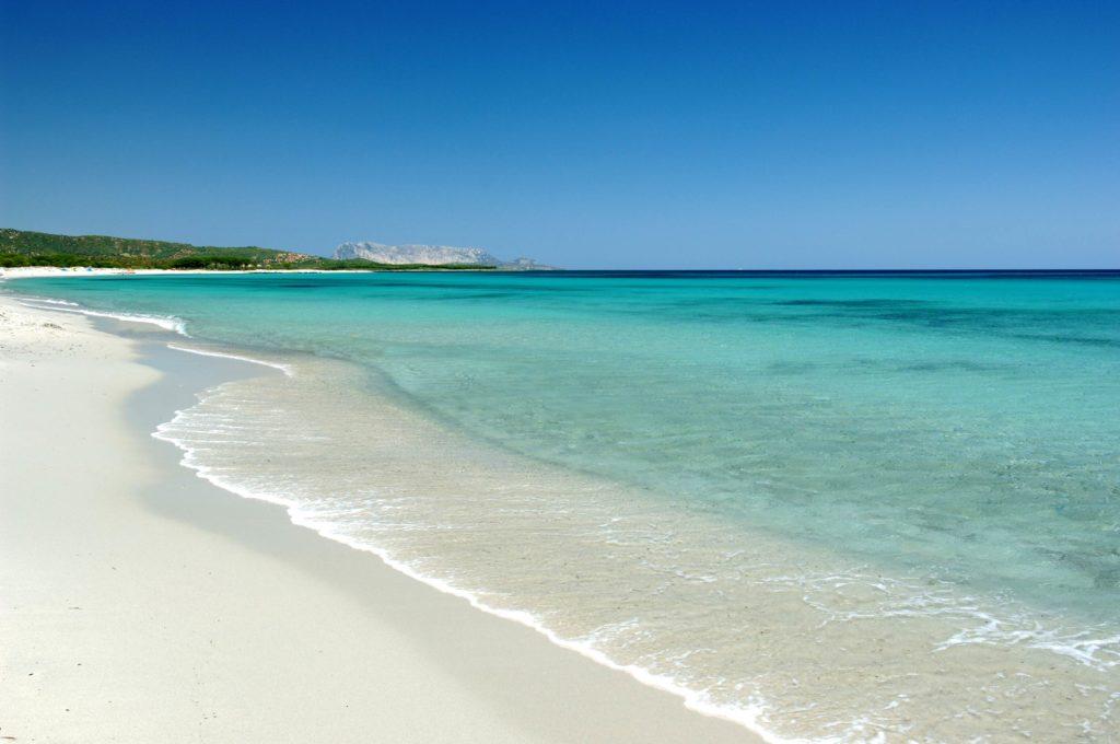 Spiaggia di cala di budoni portale for Camping budoni