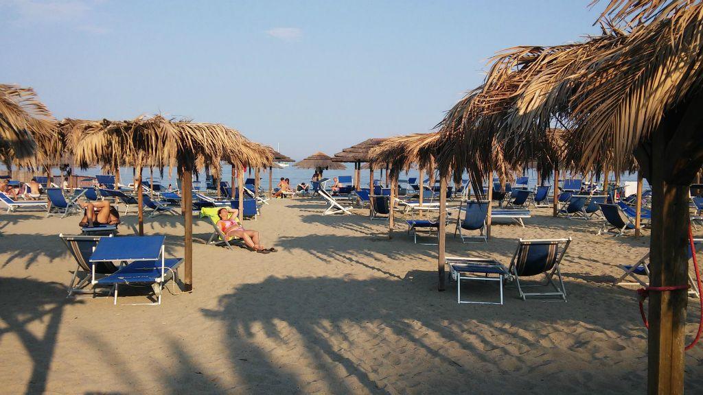 Matrimonio Spiaggia Albisola : Spiaggia di albissola marina trovaspiagge portale