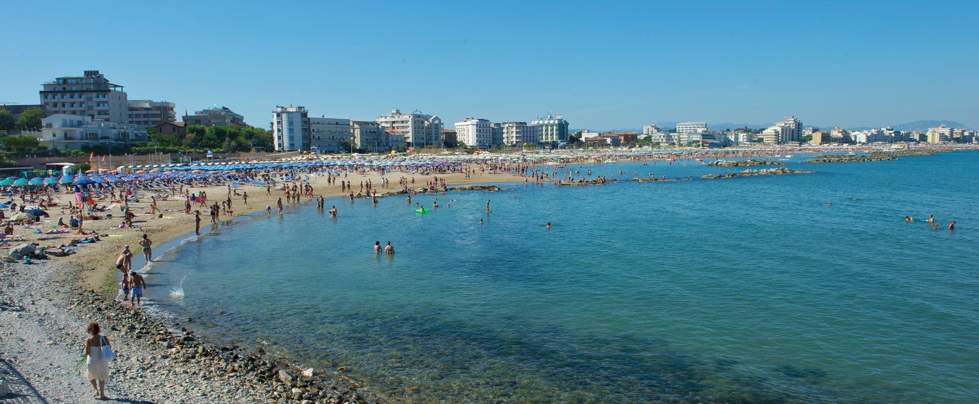 Risultati immagini per spiaggia cattolica