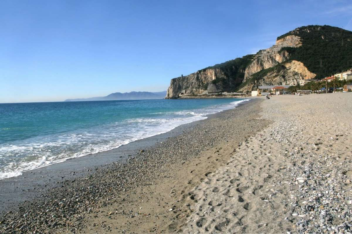 Matrimonio Spiaggia Varigotti : Finale ligure trova spiagge