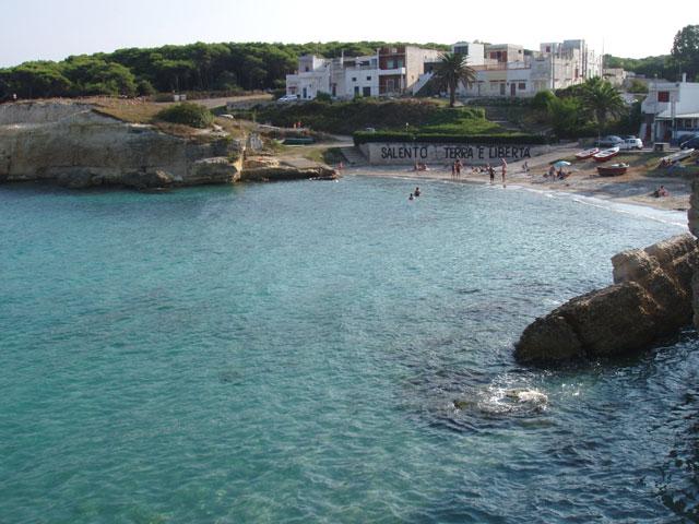 Spiaggia di torre sant 39 andrea portale delle spiagge italiane - Torre specchia spiaggia ...