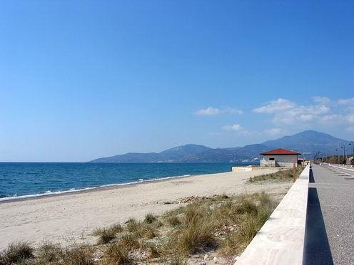 Ascea, commercio abusivo sulle spiagge. Multe da 10 mila euro.