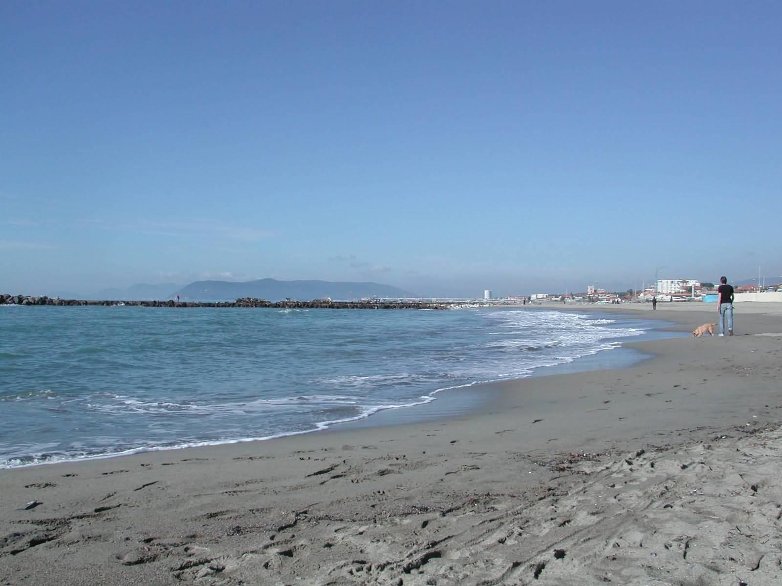 Matrimonio Spiaggia Marina Di Massa : Spiaggia di marina massa trovaspiagge portale