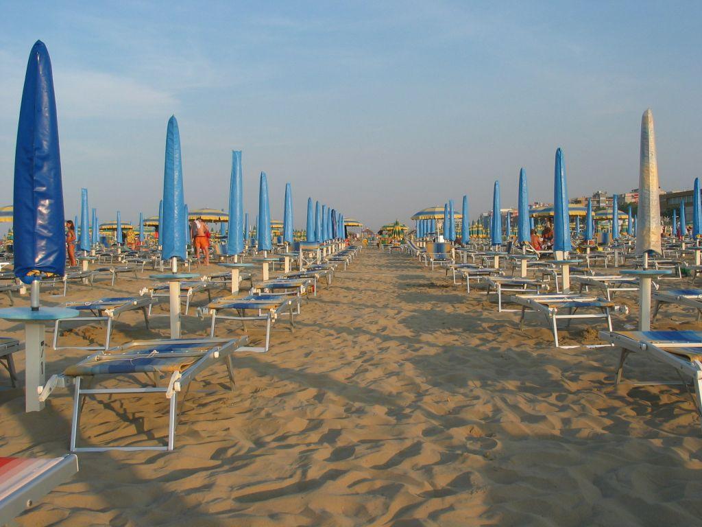 Spiaggia di rimini portale delle spiagge italiane - Bagno 30 rimini ...