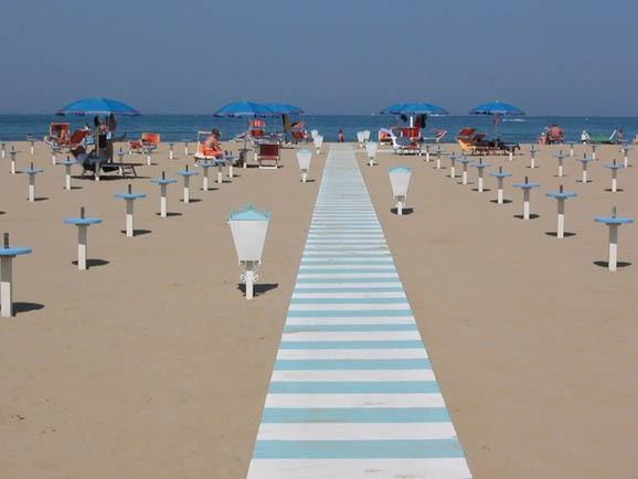 Spiaggia di viserba portale delle - Bagno 28 rimini ...