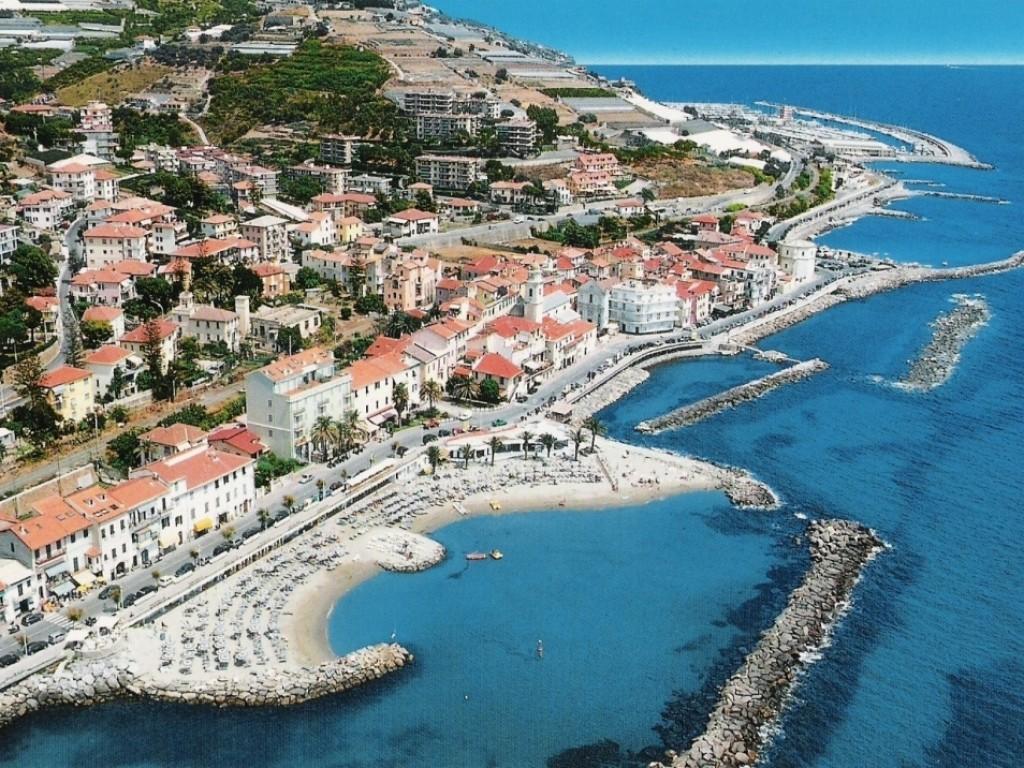 Baia AzBaia Azzurra -Vascello - Bandiera Blu - Santo Stefano al Marezurra - Bandiera Blu - Santo Stefano al Mare