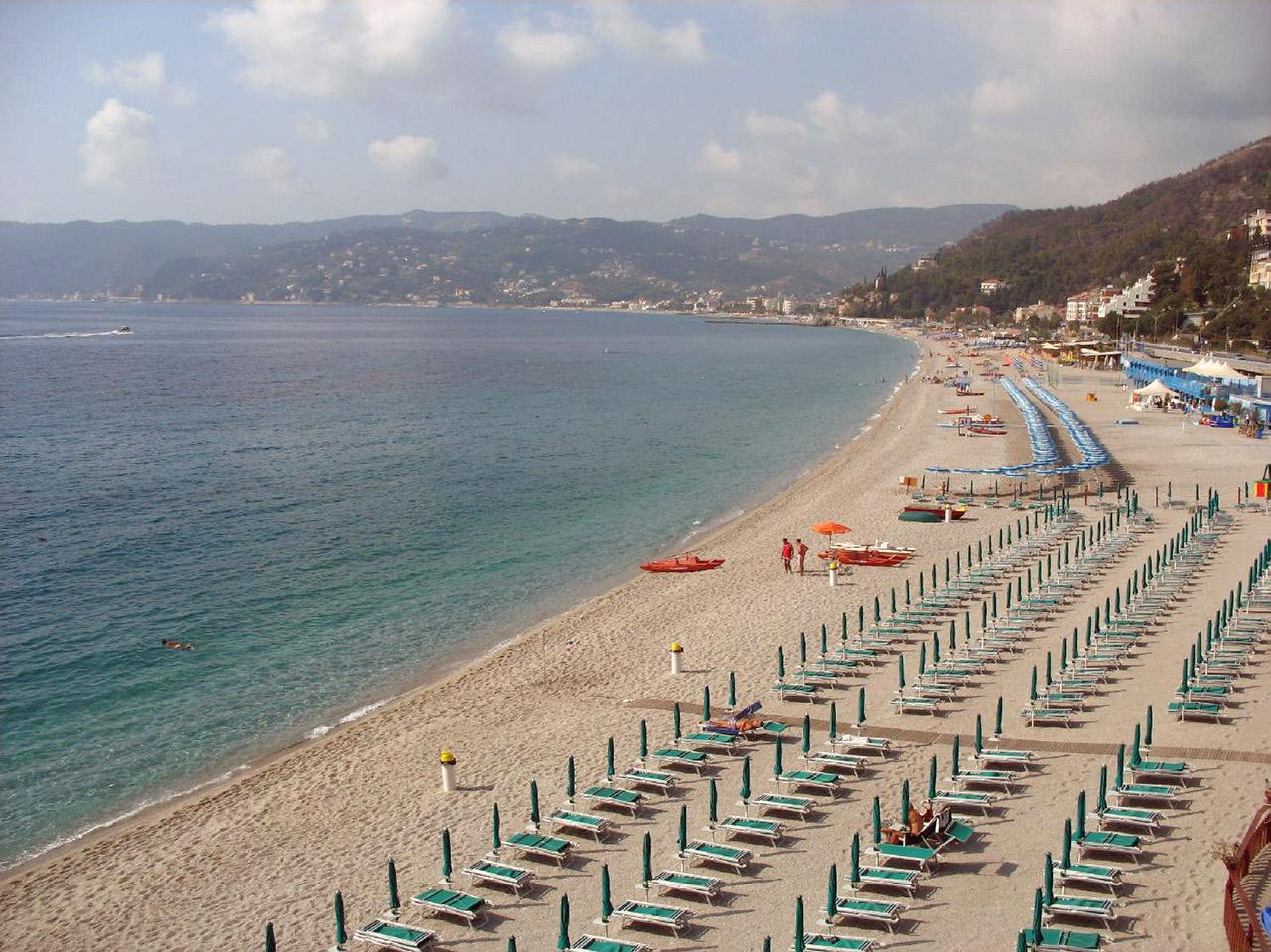 Matrimonio Spiaggia Bergeggi : Spiaggia del faro bergeggi trovaspiagge portale