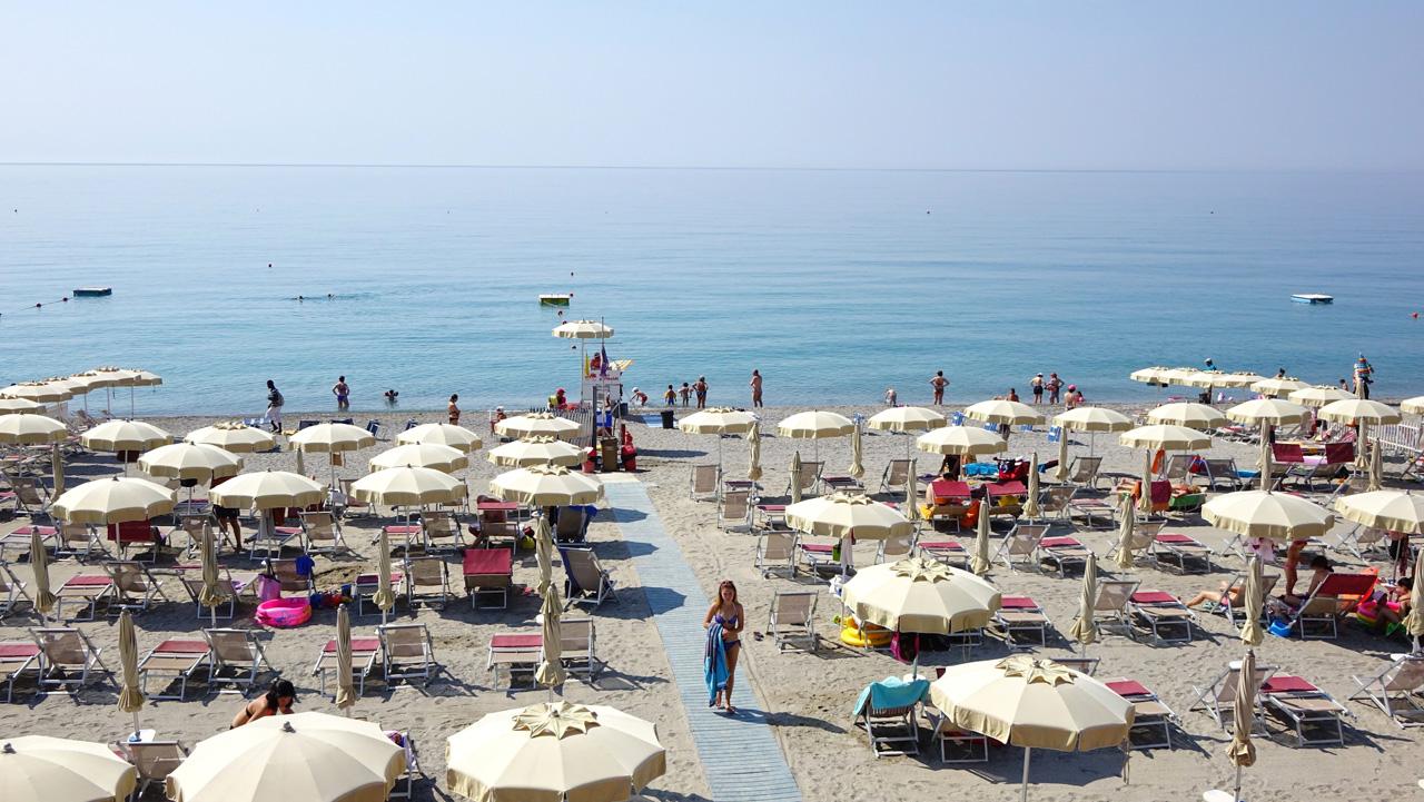 Spiaggia di finalmarina finale ligure spiagge italiane su