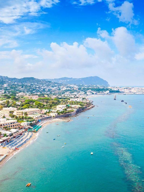 Spiaggia, consigli di viaggio per unire relax e benessere: Le terme di Ischia