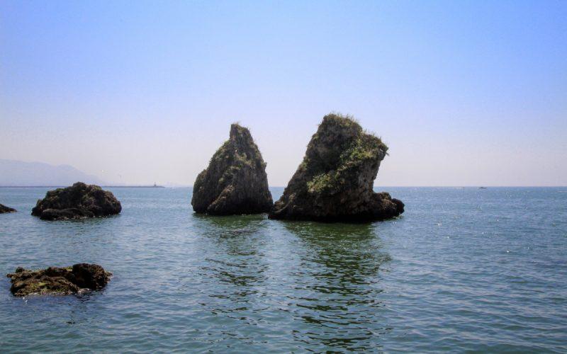 i due fratelli, i leggendari scogli annessi alla spiaggia di vietri sul mare