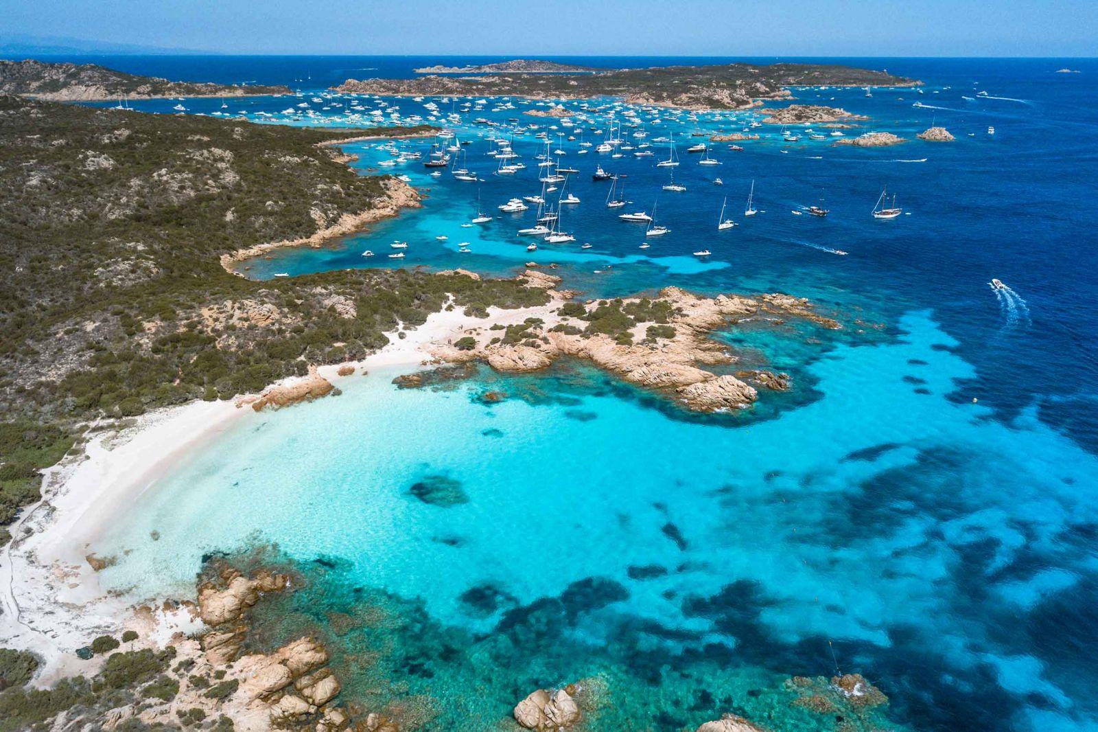 Spiaggia rosa di Budelli, gite in barca, tour delle isole della Maddalena
