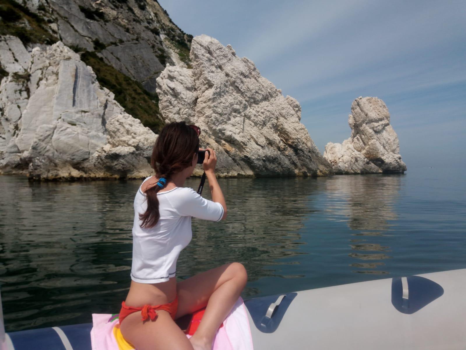 Prenotazione escursione in barca sulla Riviera del Conero