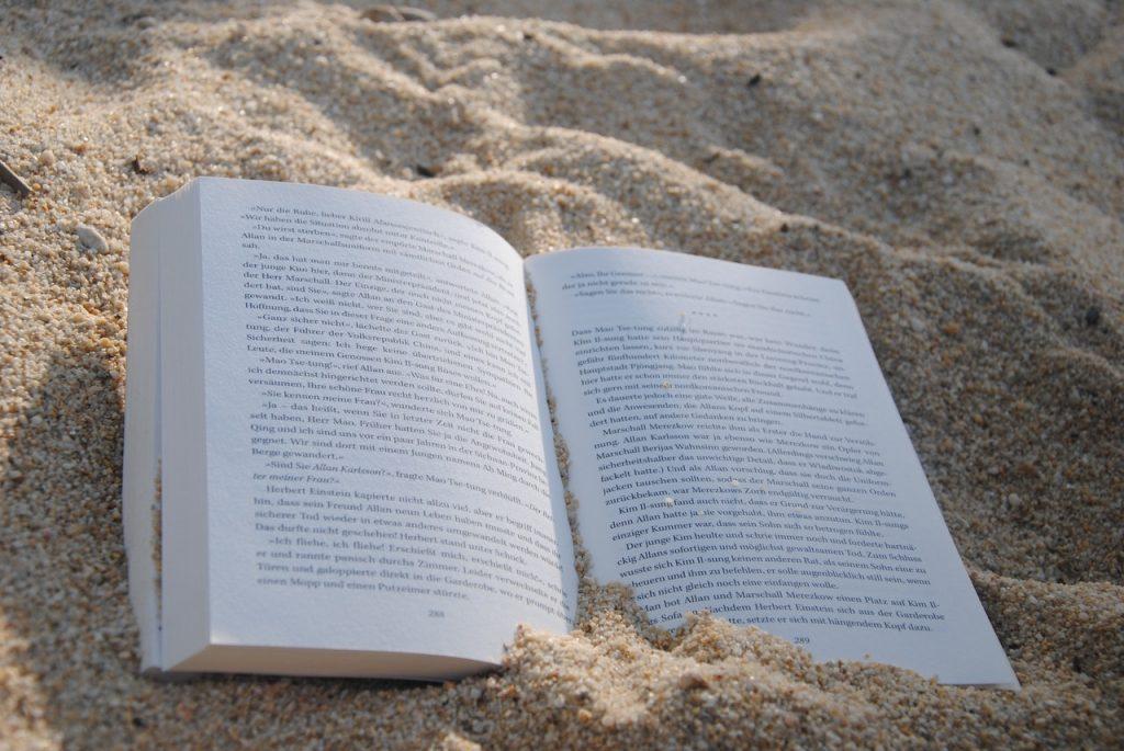 Leggere in spiaggia fa sempre bene