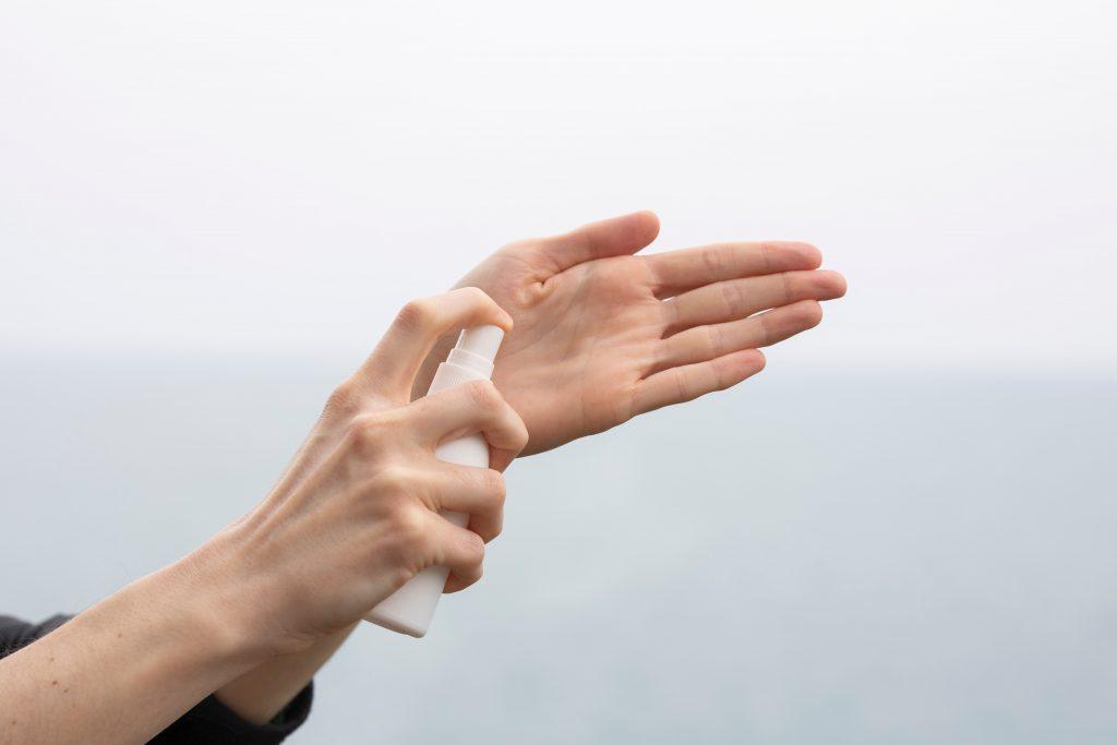 Spiagge e Covid: disinfettare sempre le mani