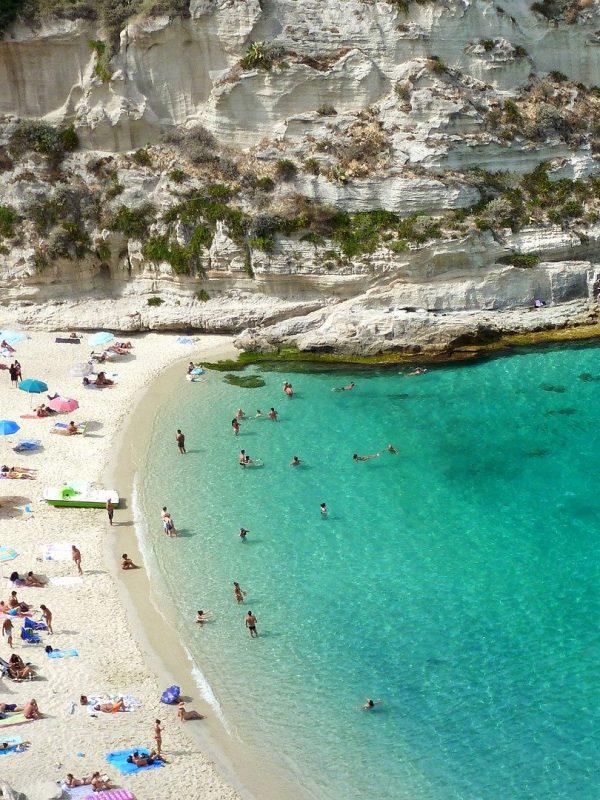 Spiaggia con Bandiera Blu: perché conviene sceglierla?