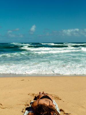 Combattere il caldo in spiaggia: ecco i trucchi migliori