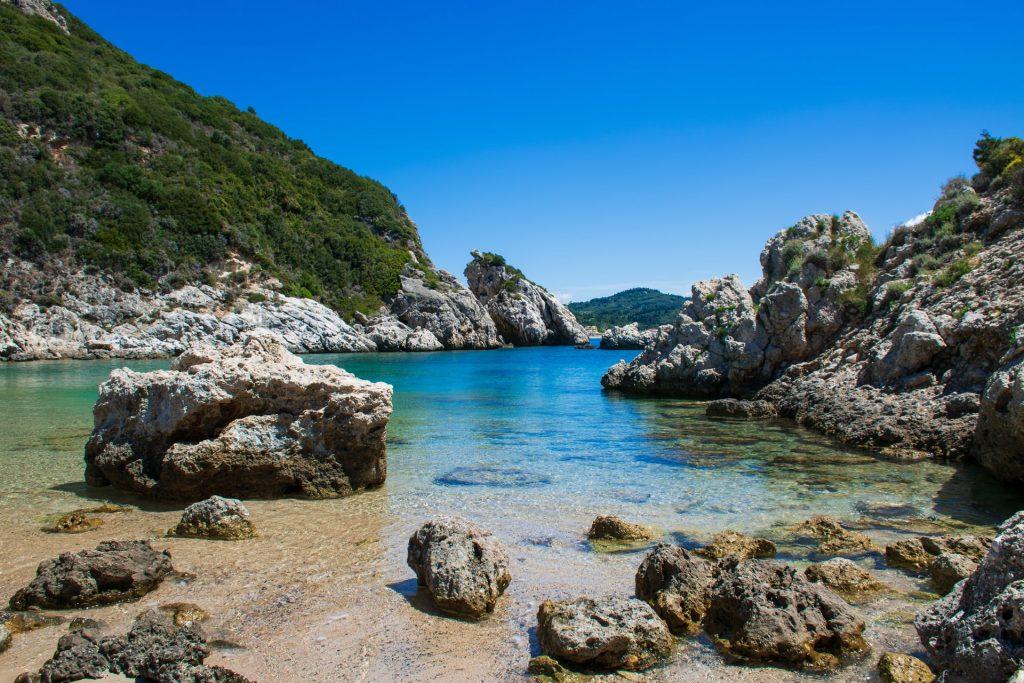 Spiagge magnifiche con rocce