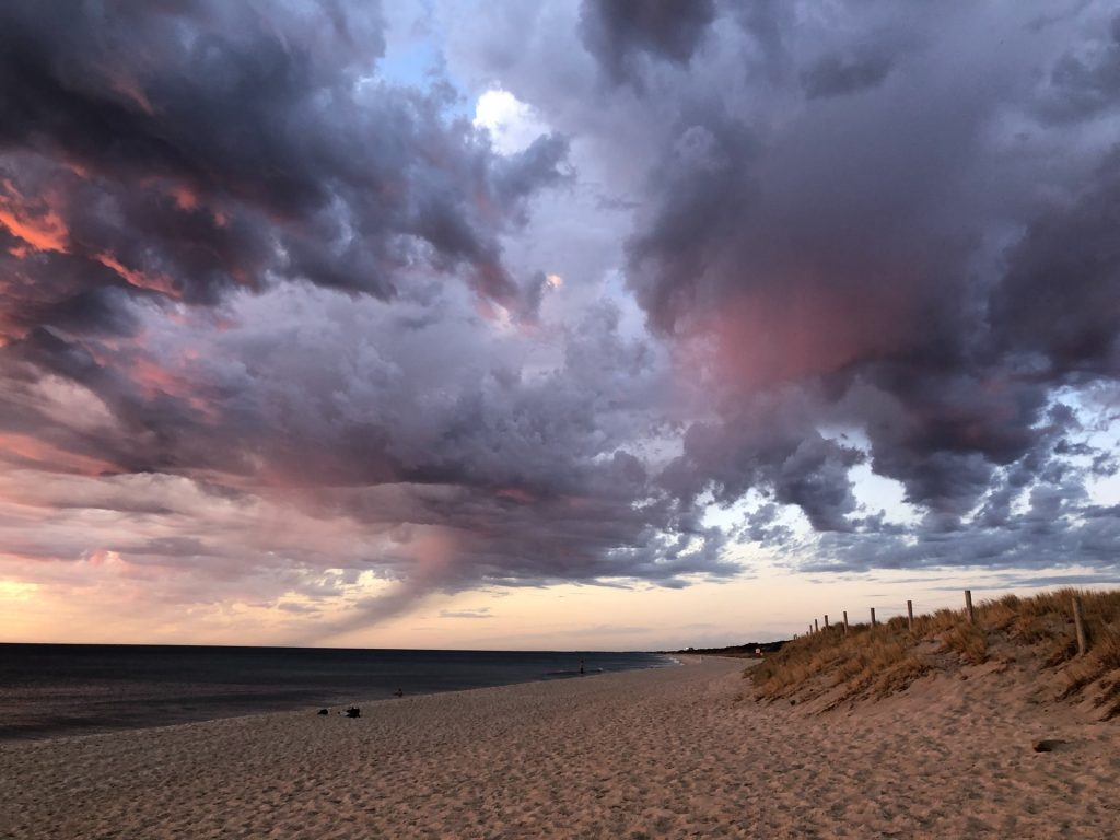 Cielo autunnale con mare
