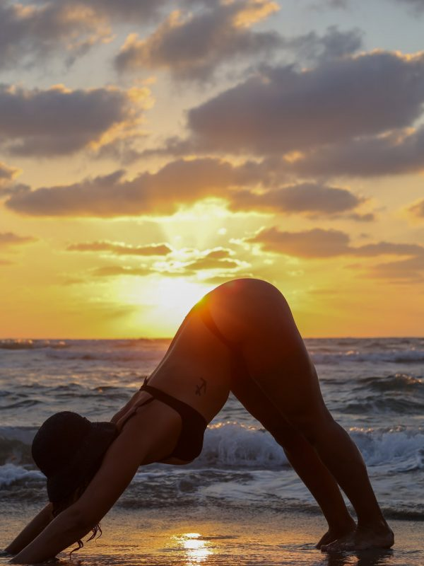 Yoga in spiaggia: l'ideale per rilassare corpo e mente